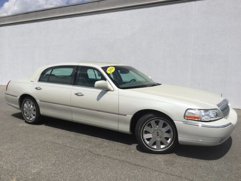 Pre-Owned 2004 LINCOLN Town Car Ultimate L